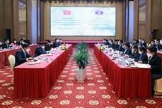 越南政府副总理黎文成与老挝政府副总理宋赛• 西潘敦举行会谈