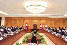 越南国家主席阮春福会见老挝国会主席赛宋蓬·丰威汉
