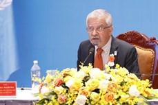 """联合国常驻越南协调员荣获""""致力于自然资源与环境事业""""纪念章"""