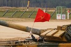 """越南人民军化学参赛队参加在新疆举行的""""安全环境""""比赛项目"""
