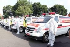 新冠肺炎疫情:国防部向胡志明市移交30辆救护车 助力胡志明市疫情防控