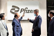 国家主席阮春福访问美国辉瑞公司
