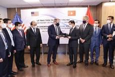 国家主席阮春福出席Vingroup集团与美国各合作伙伴之间的合作协议交换仪式