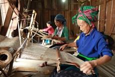 Dệt thổ cẩm ở xã Lùng Tám, huyện Quản Bạ (Hà Giang)