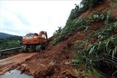 Điện Biên: Quốc lộ 279 tắc đường gần 4 giờ do sự cố sạt lở hơn 2.300 m3 đất đá, cây cối