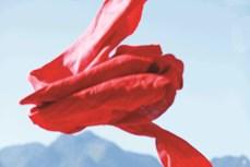 Dệt lanh - nghề truyền thống của người Mông