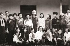 Những hình ảnh về Bác Hồ với đồng bào các dân tộc thiểu số Việt Nam