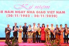 """Tôn vinh các nhà giáo cống hiến vì sự nghiệp """"trồng người"""" trên cao nguyên Đắk Lắk"""