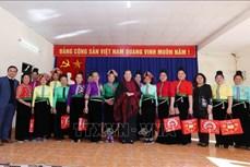 Phó Chủ tịch Thường trực Quốc hội Tòng Thị Phóng thăm, tặng quà tại Sơn La