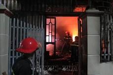 Hỏa hoạn trong đêm, thiêu rụi nhiều tài sản trong căn nhà hai tầng ở thành phố Điện Biên Phủ