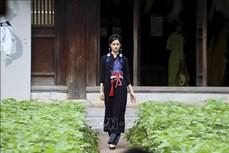 Tôn vinh áo dài Việt Nam tại Di tích Văn Miếu – Quốc Tử Giám