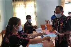 Cử tri dân tộc thiểu số ở Nam Giang gửi trọn niềm tin trong từng lá phiếu