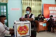 Cử tri 6 xã ở huyện Nam Giang (Quảng Nam) phấn khởi đi bỏ phiếu trong ngày bầu cử sớm