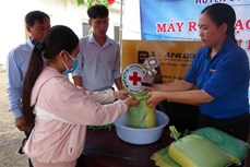 Dịch COVID-19: Máy phát gạo tự động và gian hàng 0 đồng tiếp tục về vùng biên Bình Phước