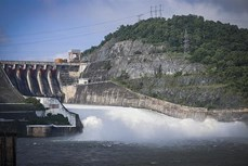 8 giờ ngày 4/10, đóng một cửa xả đáy hồ Thủy điện Hòa Bình