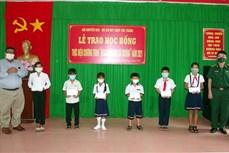 Sóc Trăng trao 200 suất học bổng cho học sinh nghèo vùng biên giới biển