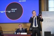 Giải Nobel Vật lý 2020 tôn vinh các nghiên cứu về hố đen và vật thể siêu nặng không quan sát được ở tâm dải thiên hà