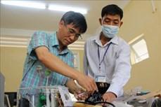 Dịch COVID-19: Thầy giáo trường dạy nghề với sáng kiến làm máy trợ thở