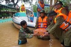 Người dân Thừa Thiên - Huế gồng mình chống lũ lớn