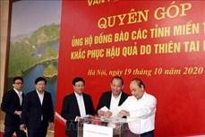 Lãnh đạo Chính phủ tham gia quyên góp ủng hộ đồng bào vùng mưa lũ ở miền Trung