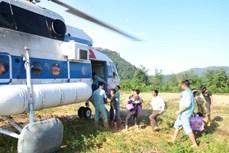 Quảng Trị: Trực thăng đưa 2 cán bộ bị thương ở xã bị cô lập Hướng Việt ra ngoài điều trị