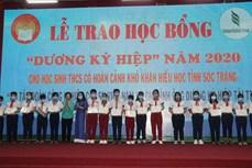 Quỹ khuyến học Dương Kỳ Hiệp hỗ trợ các học sinh có hoàn cảnh khó khăn, học sinh dân tộc đến trường