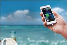 Phát minh độc đáo giúp sạc điện thoại di động bằng nước nóng