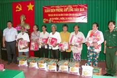 Sóc Trăng: Bộ đội Biên phòng trao quà Tết tặng đồng bào Khmer
