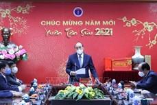 Thủ tướng Nguyễn Xuân Phúc thăm hỏi, động viên ngành y tế nỗ lực trong phòng, chống dịch COVID-19 trong Tết Nguyên đán Tân Sửu