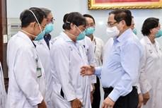 """Thủ tướng Phạm Minh Chính gửi thư khen những """"chiến sĩ áo trắng"""" ở tuyến đầu chống dịch"""