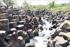 Phát hiện suối đá cổ độc đáo tại Gia Lai