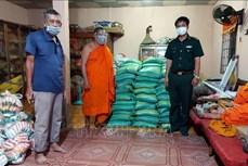 Bộ đội Biên phòng Sóc Trăng hỗ trợ người dân vùng biển