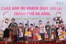 岘港市因新冠肺炎疫情暂停旅游活动两个月后迎来首批国内游客