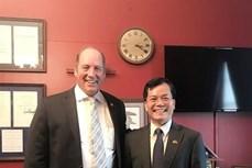 越南驻美国大使与美国共和党众议员泰德·游贺通电话
