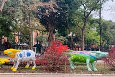 """2021年""""牛游行""""雕塑艺术展亮相河内市中心"""