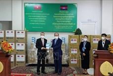 柬埔寨卫生部接受越南援助的呼吸机和医疗物资