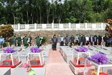 昆嵩省为援老牺牲的越南志愿军和专家烈士举行安葬仪式