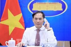 越南外长裴青山与新加坡外长维文通电话