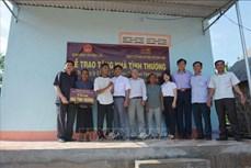 Trao nhà tình thương tặng hộ dân tộc thiểu số nghèo ở Đắk Lắk