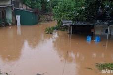 Mưa lớn gây ngập nhiều tuyến đường tại thành phố Lào Cai
