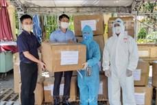 Dịch COVID-19: Trao tặng 16 ngàn khẩu trang N95 và đồ bảo hộ y tế cho lực lượng phòng, chống dịch Đà Nẵng
