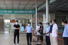Hai bệnh nhân 717 và 719 mắc COVID-19 xuất viện tại Quảng Nam