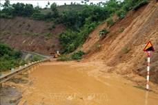 Sơn La: Nhiều tuyến đường bị sạt lở do mưa lớn