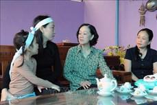 Trưởng Ban Dân vận Trung ương Trương Thị Mai thăm hỏi, động viên người dân vùng lũ Quảng Trị