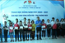 Trao 160 suất học bổng Vừ A Dính cho học sinh có hoàn cảnh khó khăn tỉnh Quảng Ngãi