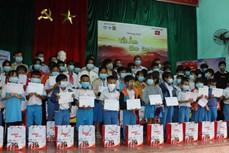 Hỗ trợ trẻ em khó khăn, bị ảnh hưởng bão lũ tại Quảng Nam