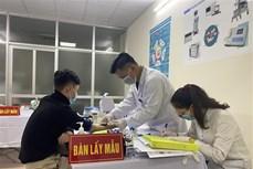 Tiêm thử nghiệm mũi 2 nhóm liều 25 mcg của vaccine ngừa COVID-19 Nano Covax