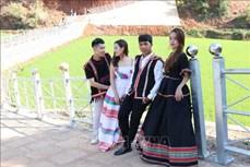 Chàng giáo viên Bahnar với ý tưởng phát triển thời trang thổ cẩm