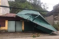 Yên Bái: Dông lốc làm 8 nhà dân bị tốc mái