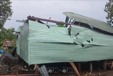 Huyện Kong Chro hỗ trợ người dân khắc phục hậu quả của dông lốc
